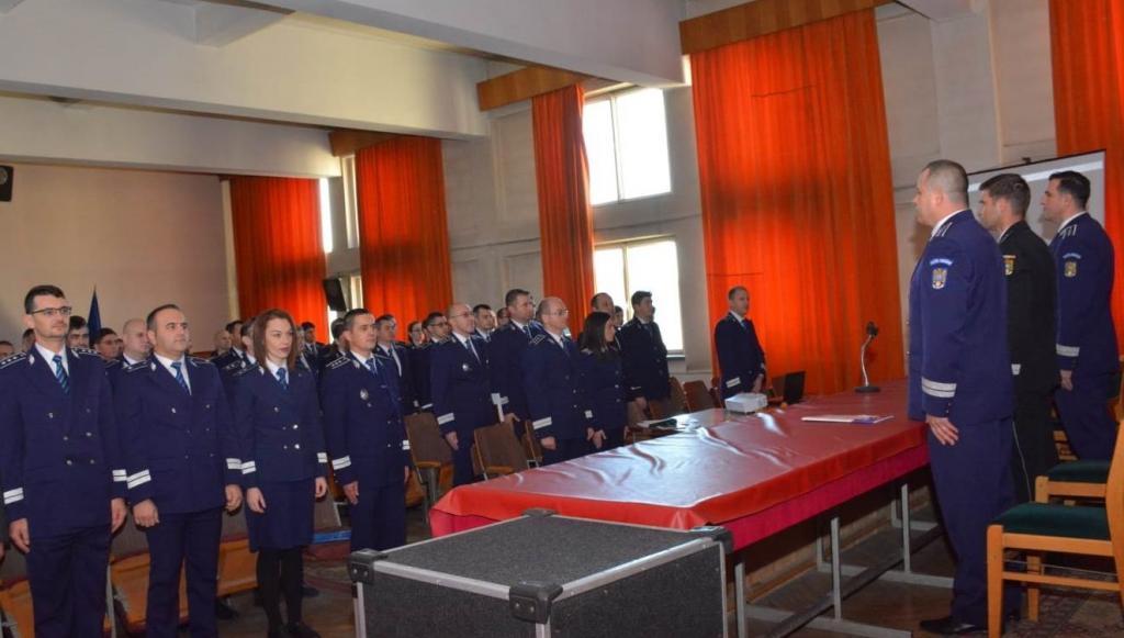 Şedinţă festivă la IPJ BN, de Ziua Naţională a României. 13 poliţişti,  avansaţi în grad | Răsunetul